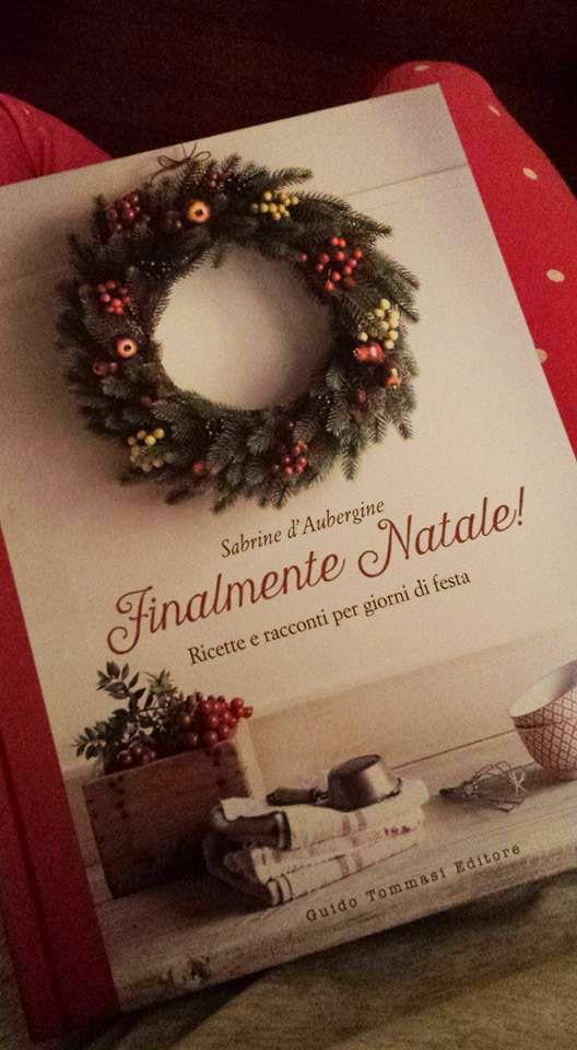 """""""Ho una passione per i libri e una passione smodata per quelli di cucina che non sono solo ricette ma raccontano una storia. Ne ho parecchi ma ieri mi sono imbattuta in una foodblogger che non conoscevo e ho sentito subito profumo di lievitati, zucchero e Natale e oggi ho acquistato l'ultimo libro (il primo l'ho messo nella lista dei desideri insieme ad altri due o tre titoli) ... grazie Sabrine, ora le tue ricette sono anche un po' mie..."""" (messaggio di Emanuela) #finalmentenatale"""