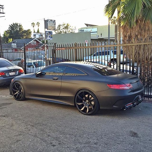 Matte black mercedes benz s63 amg for Matte mercedes benz