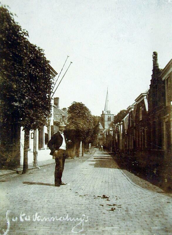 Gezicht in de Kerkstraat uit het westen. (datering: 1898-1902, XXXI 16)