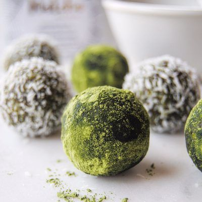 Matcha Energy balls, the perfect all natural protein & energy boost. Raw food recipe.