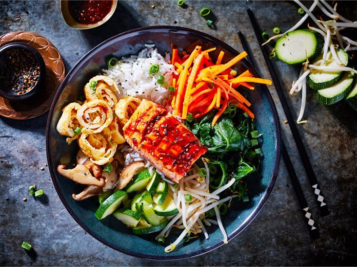 Bibimbap – Koreaanse rijst met groenten en zalm recept