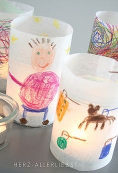Kids Art Lantern Craft. These easy #DIY battery powered lanterns are great for the #kids. Show off their artwork while illuminating your home. *Page is in German but you can translate or simply use photo tutorial.