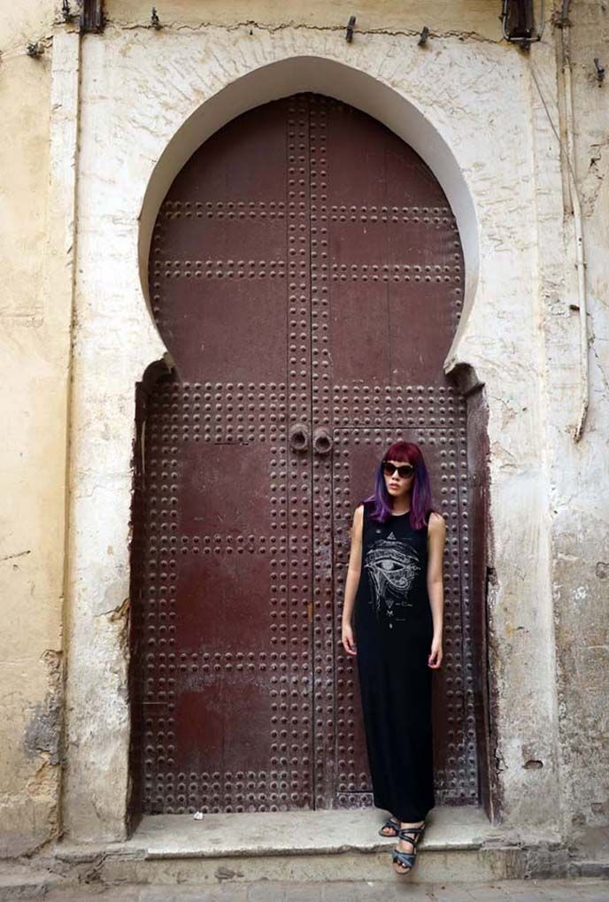 La Carmina in Morocco! Talking about how safe it is for women to travel in Fez markets, and what to wear when traveling in Morocco - on #lacarmina blog now. http://www.lacarmina.com/blog/2015/10/plan-it-fez-tours-medina-moroccan-art/  fashion blogger morocco door