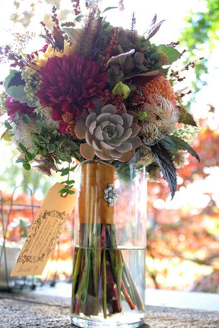 Absolutely LOVE this. Late autumn bridal bouquet with succulents