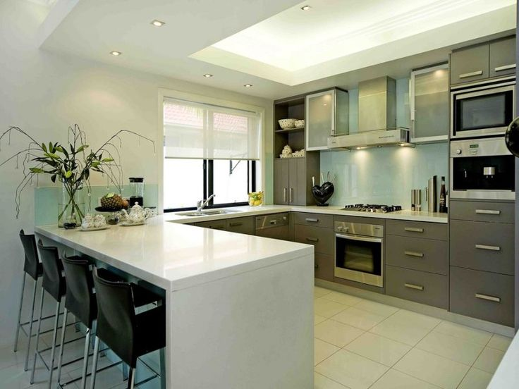 Modern u-shaped kitchen design using stainless steel - Kitchen Photo 1405094
