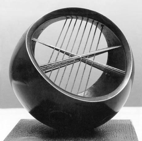 Генри Мур.  Струнный Мяч 1939 г.