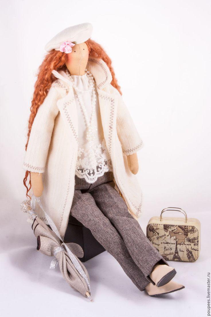 Купить или заказать Кукла Тильда 'Беатрис' в интернет-магазине на Ярмарке Мастеров. Кукла Тильда Беатрис. Значение имени Беатрис - путешественница. Она очень любопытна, её влечёт всё новое — и так, пока не надоест, пока не постигнет истины. Тильда изготовлена из очень приятных материалов: Немецкий хлопок,шерсть, вельвет, волосы натуральные. Обувь создана мастером Ольгой Полуниной www.livemaster.