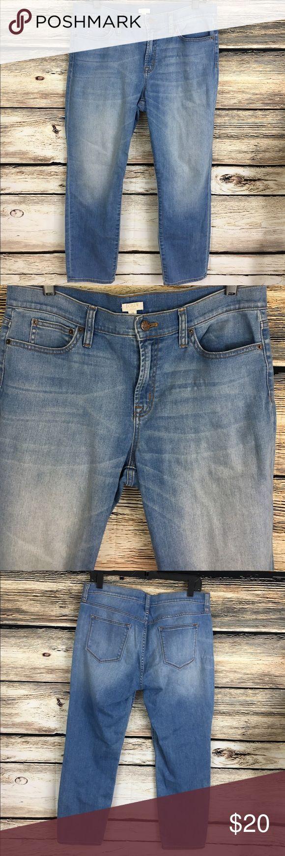 "J.Crew women's cropped denim capri blue wash 34x25 J.Crew women's cropped capris, Tag reads 31 stretch, waist measures 34"" Inseam 25"" Cotton blend, comfortable stretch in medium blue wash, excellent condition! J. Crew Jeans Ankle & Cropped"