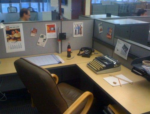 Podmiana komputera na maszynę do pisania - nie ma technologia :) #officehumor #jokes #pranks #biurowy #żart