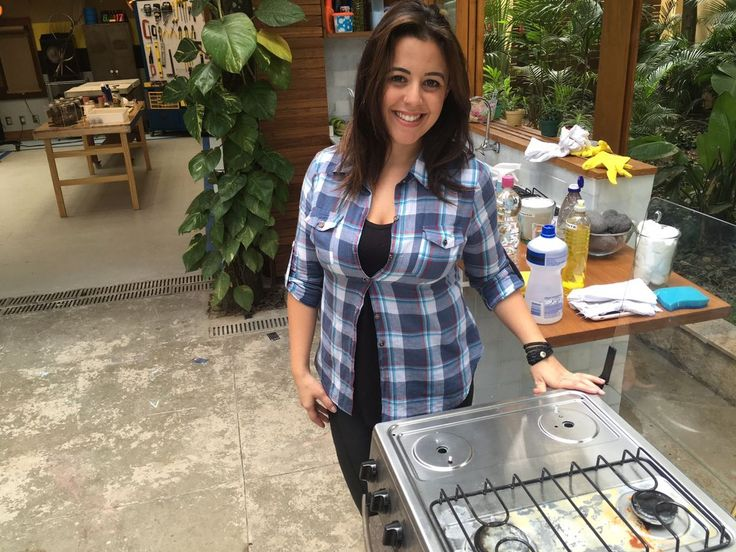 No 'É de Casa', a blogueira Juliana Campos ensina como tirar a sujeira utilizando produtos comuns