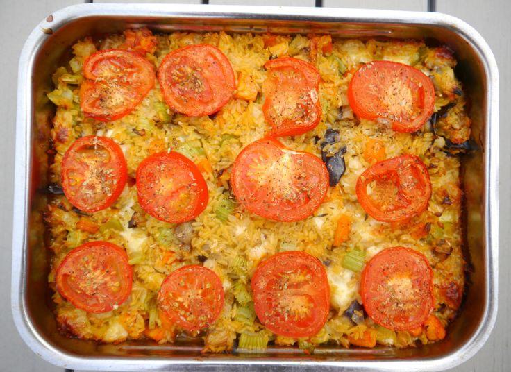 Ovenschotel met orzo, aubergine, wortel, bleekselderij, oregano, parmezaanse kaas en mozarella (recept uit Plenty More van Yotam Ottolenghi)