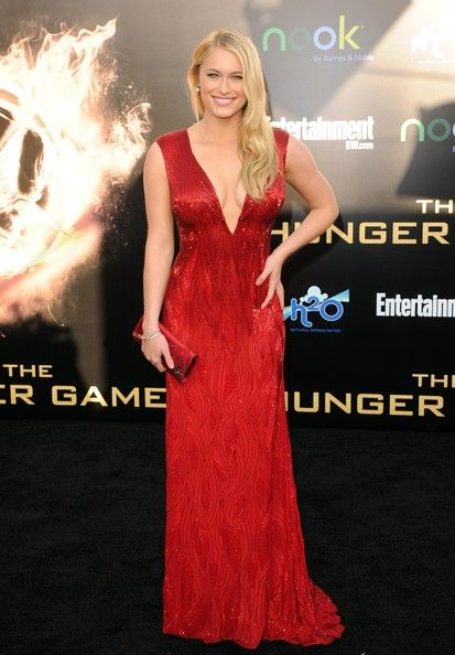 Leven Rambin: The Hunger Games 2012 premiere in a Chagoury couture gown with Neil Lane vintage jewels, Christian Louboutin heels and a Judith Leiber clutch.