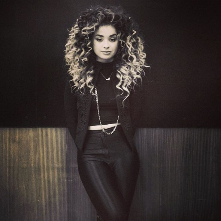 I literally bloody love her. Ella Eyre. <3