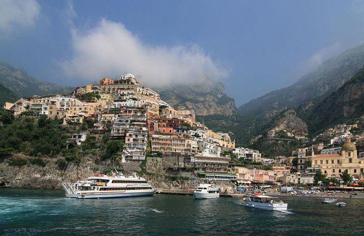 Orase italiene de vizitat toamna!   | Imagine de pe mare a localitatii Positano, Italia