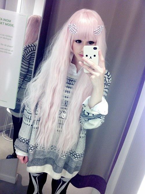 Pastel goth clothing, soft grunge, pastel hair, nu goth, fashion, pastel hair, unicorns, accessories