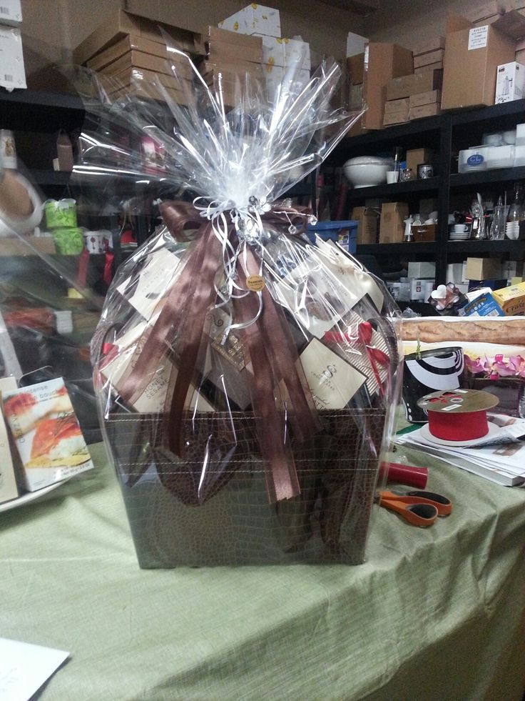 Gift baskets perfect for weddings, corporate events, birthdays or any occasion! Made by Franca's Italian Specialties here in yyc Calgary ! https://twitter.com/FlavianoFranca