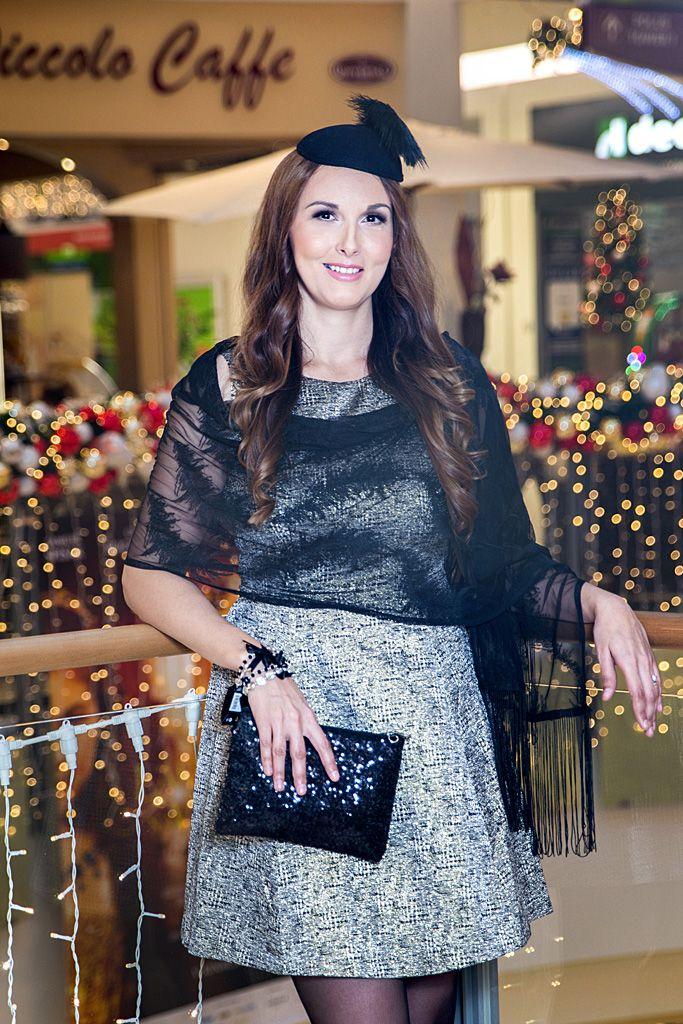 Metalické šaty z hrubšieho materiálu (LINDEX) doladené zaujímavými doplnkami - vhodné na vianočnú party či inú večernú príležitosť.