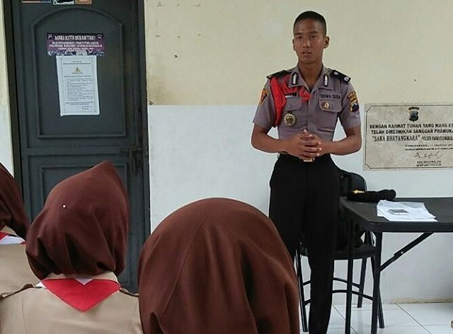 siswa Polri berbagi pengalaman bersama Saka Bhayangkara Polsek Randudongkal. #polisi_indonesia #hmspoldajateng #humasrespemalang #abdi_negara