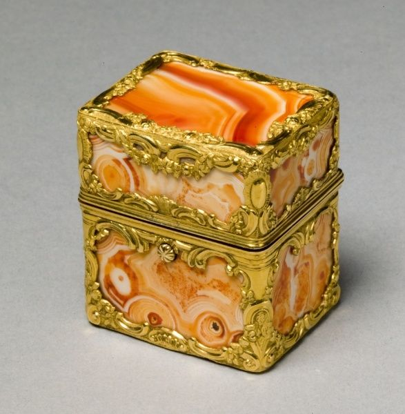 Box with Grooming Implements (Nécessaire), mid 18th century manner of James Barbot (British) gold, agate, interior fitted with implements, mirror, | Cleveland Museum of Art