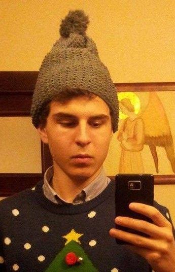 Ręko-czyny: Szara czapka z pomponem na drutach