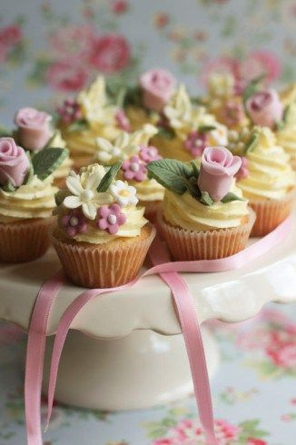 Faça você mesmo meu amor | 10 maneiras diferentes de servir o bolo de casamento | Casando sem Grana | Clique na imagem e acesse.