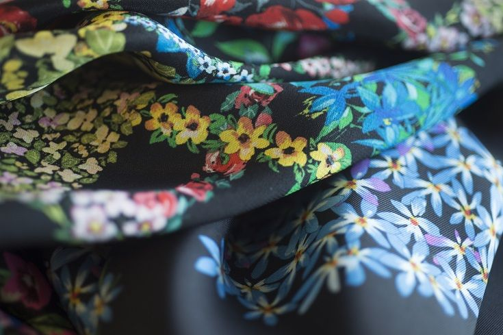 Next year our Summer will be tinged wih refined, feminine prints. Refined flowers, graphic prints will delicately decorate our garnments to be worn as jewellery.