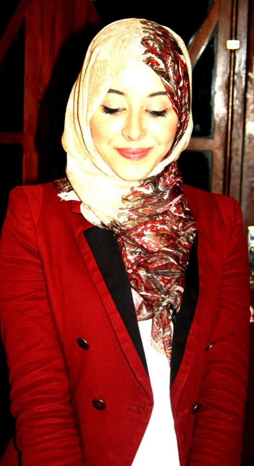 #red #hijab #fashion Love the Expressions