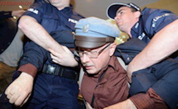 Zarzuty dla mężczyzny, który w SN próbował odebrać broń policjantowi