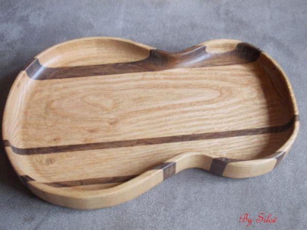 Petit plateau en forme de guitare