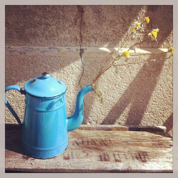 Former french blue coffeepot in enamel ancienne par Shmscode, €30.00