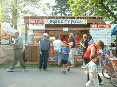 """Famous Welland """"Rose City"""" Pizza"""
