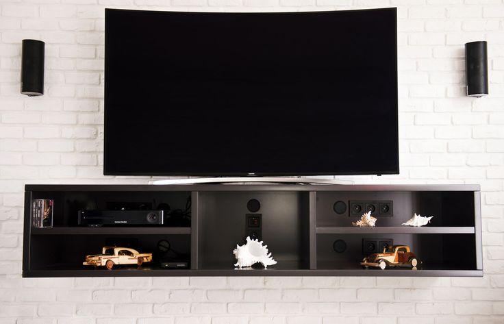 Meble na wymiar Katowice / Mysłowice  wisząca szafka , pod tv , telewizor , brązowa , drewno , nowoczesne wnętrze , półki , wood , interior , inspiration , modern , hanging cupboard , locker , brick wall , white