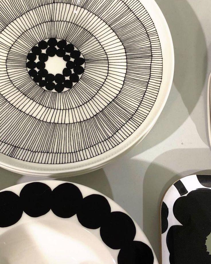Heute begrüßen wir euch mit diesem schönen Muster-Mix von @marimekkodesignhouse. Habt einen schönen Vize-Freitag!  . #lotharjohn #lotharjohntischkultur #tischkulturdiewirlieben #tischkultur #marimekko #marimekkodesignhouse #finnishdesign #scandinavianhome #scandinavianliving #kitcheninspo #blackandwhitedesign #porzellan #porcelain #designlife #designideas #hannover #galerieluise #hannovermitte #hannoverlove #hannoverlife #hannovercity #hannoverliebt #hannoververliebt #lovehannover…