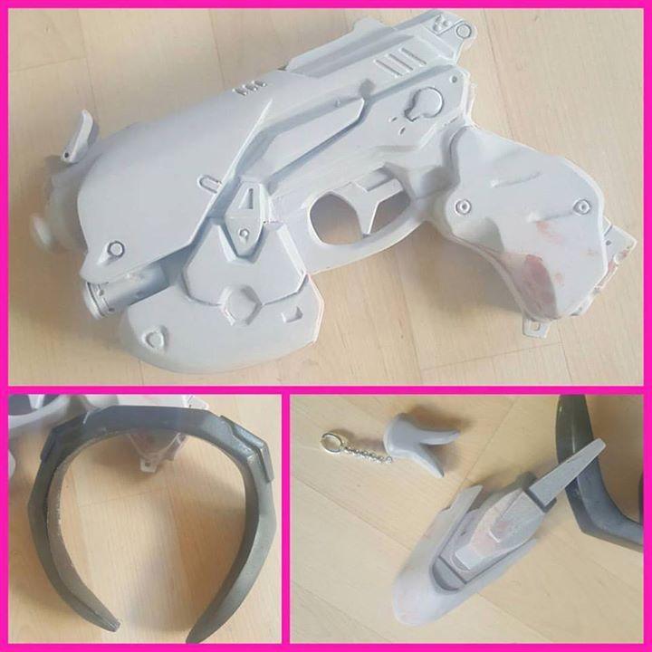 Ecco la pistola e i props di D.Va. Devo ancora stuccare e colorare ma già li amo…