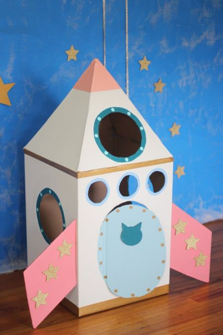 Easy Kids Activities Using a Cardboard Box to Keep Them Busy for Hours: Cardboard Cat Rocket Ship Cardboard Crafts Kids, Cardboard Rocket, Fun Crafts For Kids, Diy For Kids, Easy Crafts, Activities For Kids, Cardboard Box Ideas For Kids, Cardboard Playhouse, Cardboard Kids House