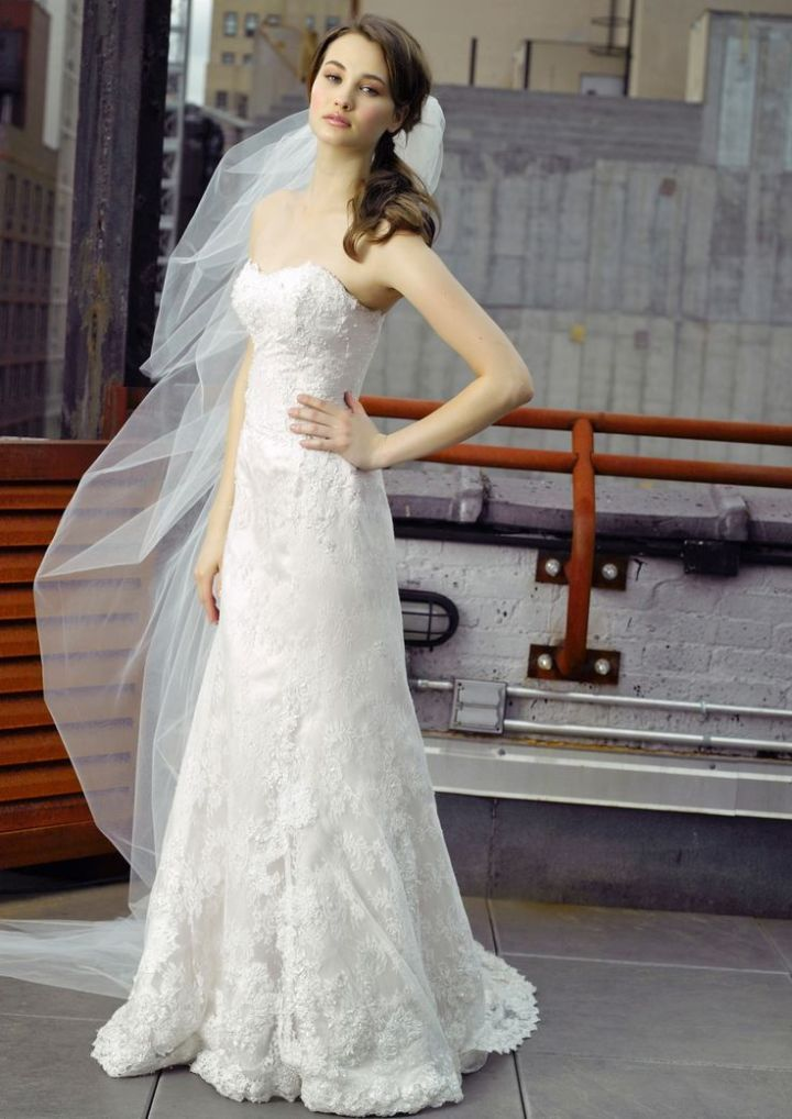 To see the complete collection: http://www.modwedding.com/2014/11/02/editors-pick-18-beautiful-wedding-dresses-week/ #wedding #weddings #wedding_dress Wedding Dress: Henry Roth