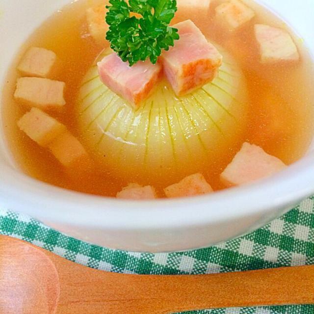 小ぶりの新玉ねぎちゃんをスープに 柔らかくて甘〜い✨ - 104件のもぐもぐ - 玉ねぎ丸ごとスープ✨ by riskycat