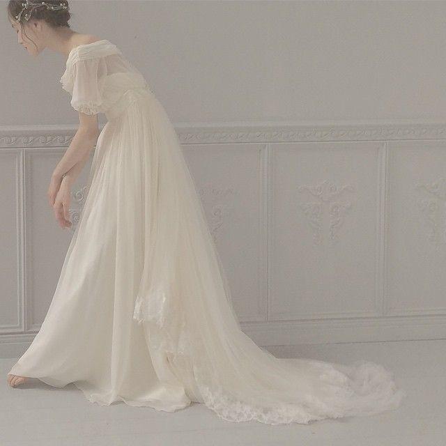 パフスリーブのウェディングドレス  パフスリーブは抵抗がある方が多いですが、肩のラインに凄くこだわってお作りしました。…