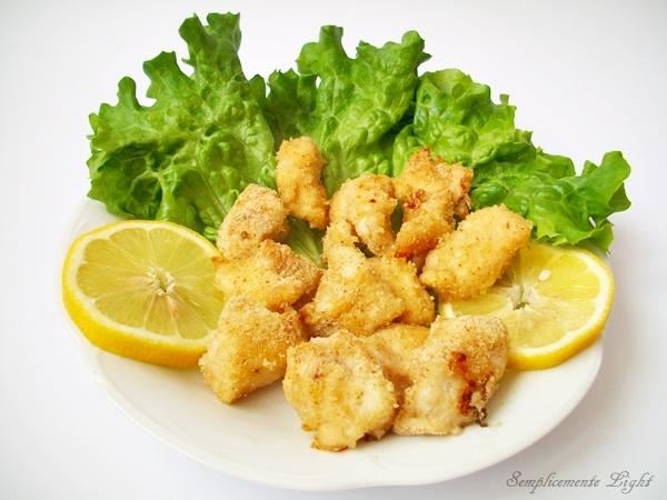 Bocconcini di petto di pollo con impanatura senza uova cotti al forno