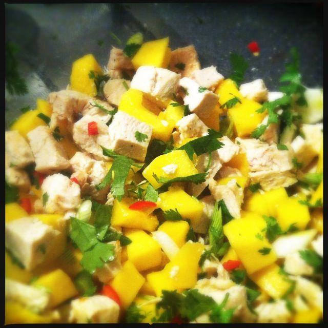 Salade met kip, mango, rode peper en koriander | Francesca Kookt!