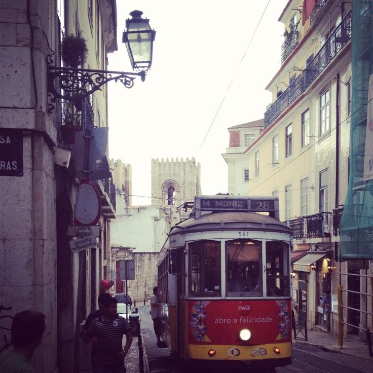 Lisboa, Sé de Lisboa and its famous electrico 28 <3: Electrico 28, Famous Electrico