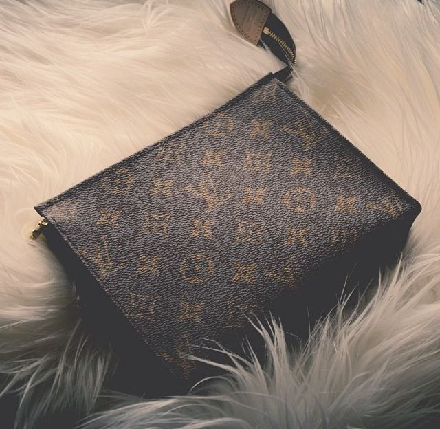 This little LV is my fave clutch;) I use it almost every other day!