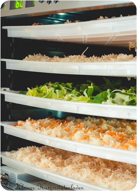 vorbereitetes Gemüse und Kräuter auf den Trockeneinschüben im Sedona Combo