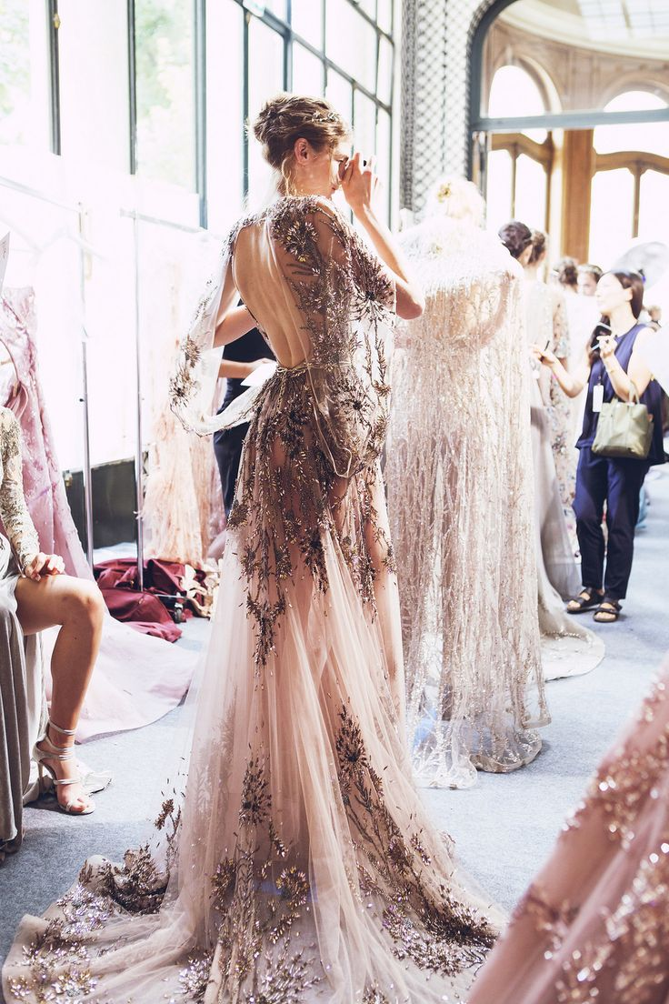 Sunny rooms and rosy jewels. This dress is absolutely drop dead gorgeous! Backless, bejeweled and lots of tool. Zuhair Murad Haute Couture 2017