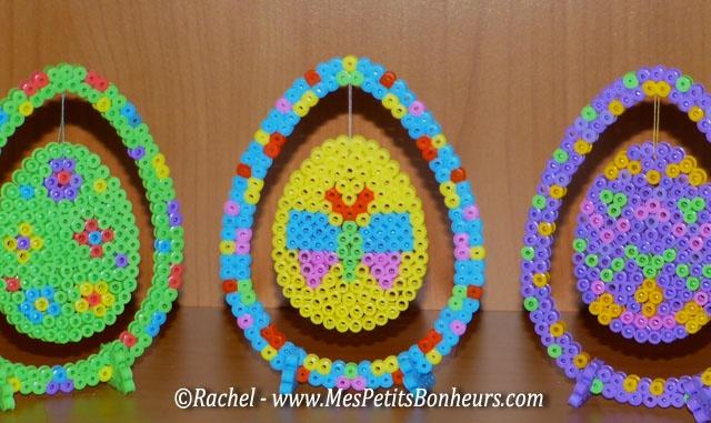 Oeufs de Pâques suspendus en perles à repasser pour un bricolage déco