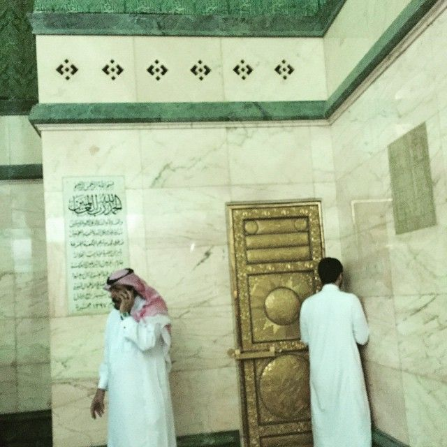 Inside the Ka'ba: Yasser Ahmad who was fortunate to enter the Ka'ba on the 30th of May 2015 has posted some photos from inside the Ka'ba on his instagram account along with Arabic captions describing the photos. This door leads to the roof of the Ka'ba.