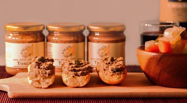 Antico Crostino Toscano, un classico negli antipasti toscani, servito insieme a salumi, olive dolci e sott'aceti e negli aperitivi, sempre abbinato a vini rossi corposi.  #food #italianfood  #versilia #toscana #tuscany #antipasto #antipasti