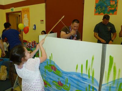 Easy fishing booth screen church trunk or treat ideas for Easy fishing games