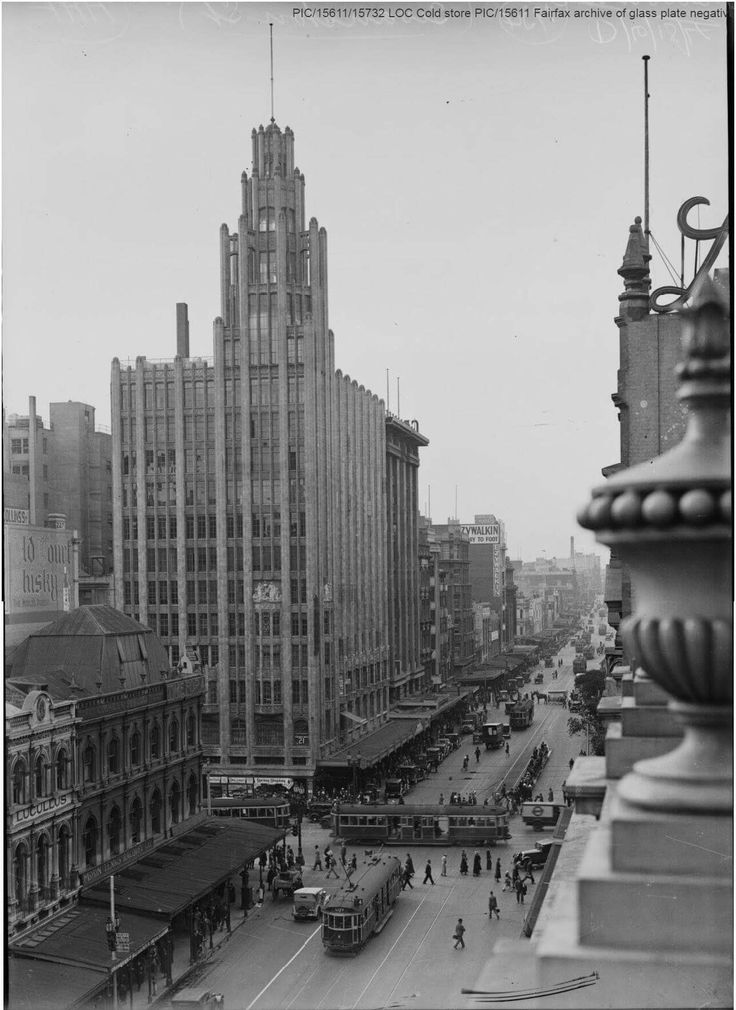 Swanston St,Melbourne in Victoria in 1934. •National Library of Australia•