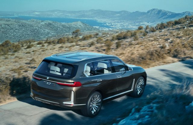 BMW X7 concept Jaguar's future Frankfurt auto show preview: The Week In Reverse :  BMW X7 iPerformance concept 2017 Frankfurt auto show  Enlarge Photo  BMW unveiled the X7 concept; Jaguar's planning an electrified future; and we previewed the 2017 Frankfurt auto show debuts as the event itself approaches. It's the Week in reverse right here at Motor Authority.  The three-row BMW X7 is coming and now we have a clear vision of what it will look like thanks to a concept version making its debut…